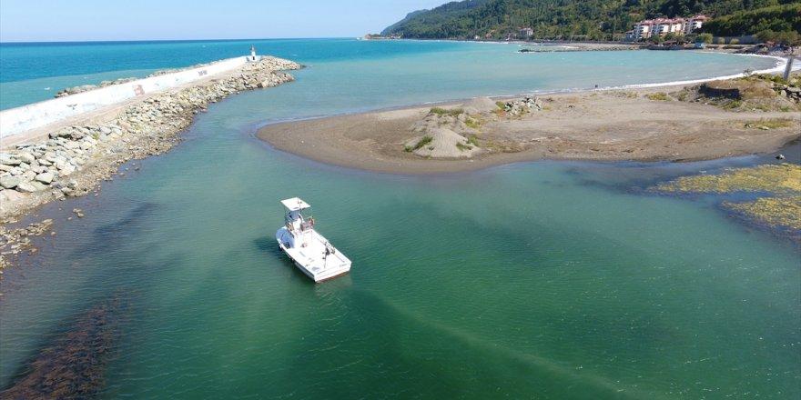 Barınağın ağzı kum dolunca, tekneler mahsur kaldı