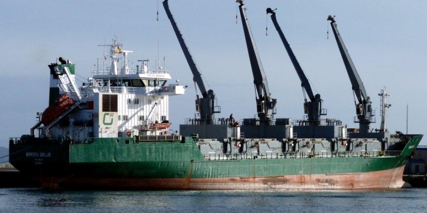 Konteyner gemisi onarım sırasında yandı