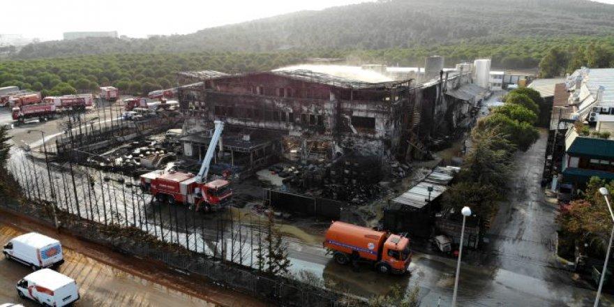 Tuzla'daki yangın enkaz bıraktı