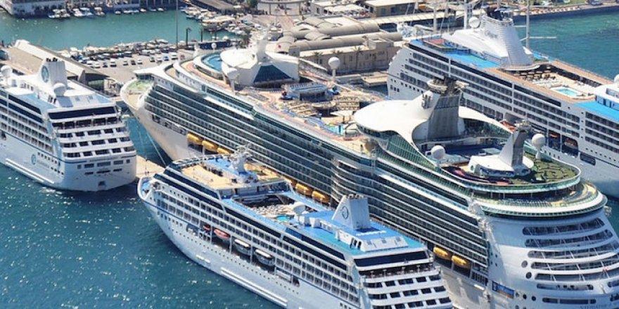 Kuşadası Limanına 3 gemi birden demir attı
