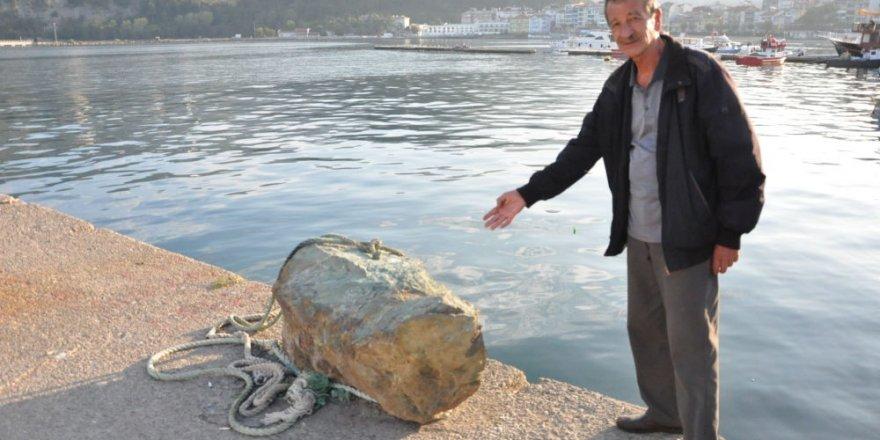 Amasra'da denizden çıkan kaya tartışması