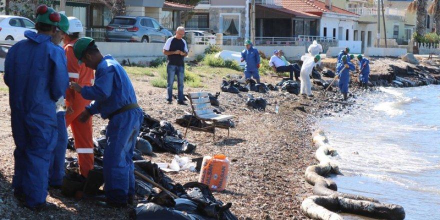 Foça'da sanayi tesisin atık havuzu taştı