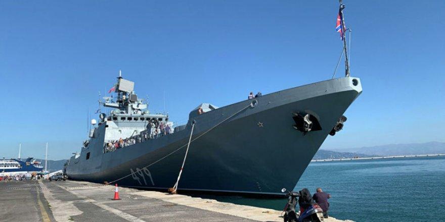Rus gemileri Yunanistan'a demir attı