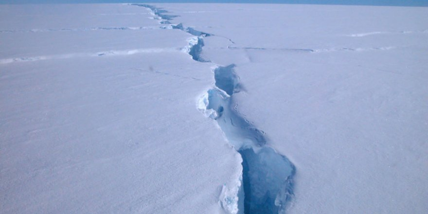 Antarktika'da 315 milyar tonluk buz kütlesi koptu