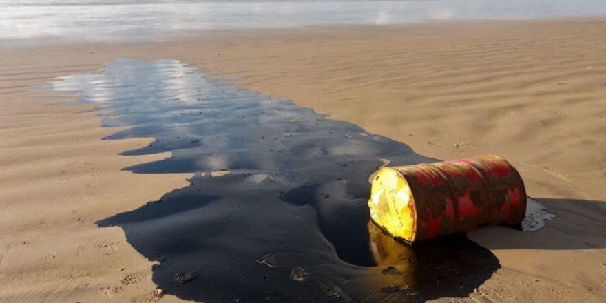 Brezilya kıyıları petrole bulandı