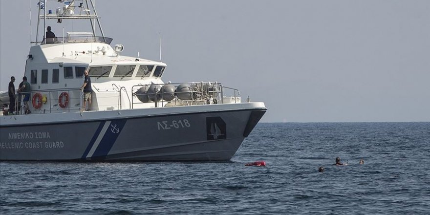 Yunan Sahil Güvenliğikaçak taşıyan bota çarptı