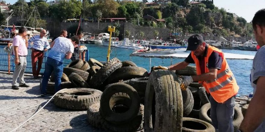 Kaleiçi Yat Limanı'nda temizlik