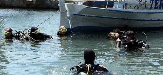 Fethiye'de denizlerdeki katı atıklar 3 tekneyle toplanıyor