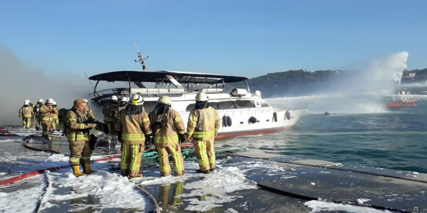 Bebek'te demirli teknede yangın