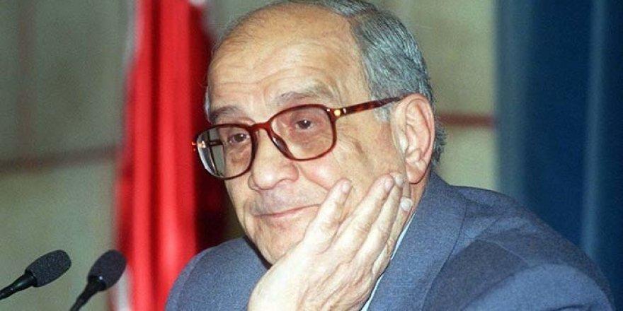 Denizci yazar Prof. Mümtaz Soysal hayatını kaybetti