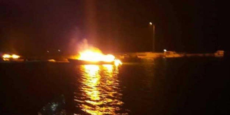 Edirne'de limandaki 3 tekne yandı