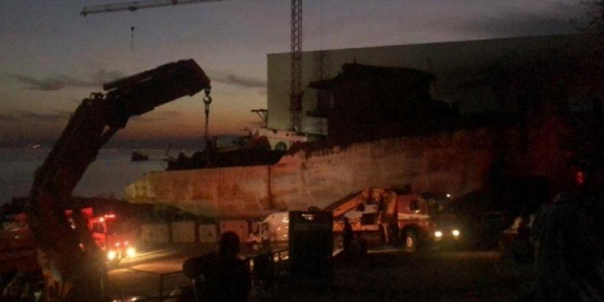 Tersanede onarım gören gemide yangın