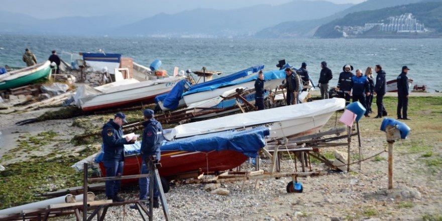 Mudanya'da sahipsiz tekneler toplandı