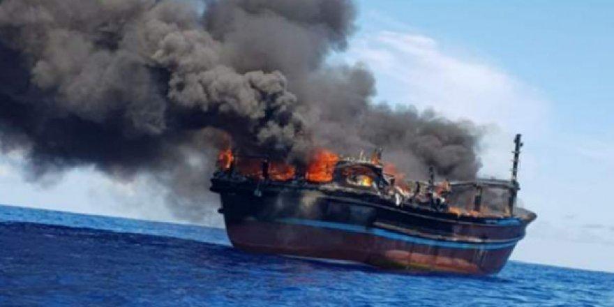 Uyuşturucu kaçakçıları gemiyi ateşe verdi