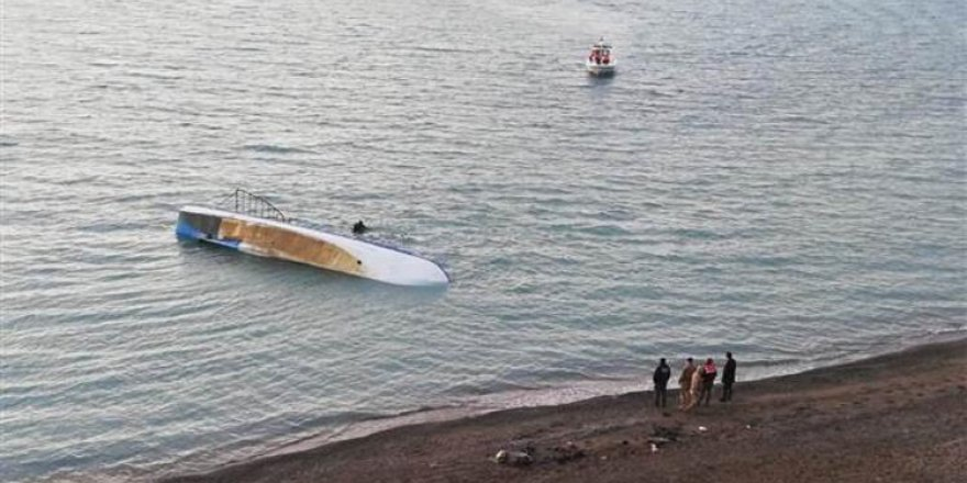 Van Gölü'nde göçmen taşıyan tekne battı