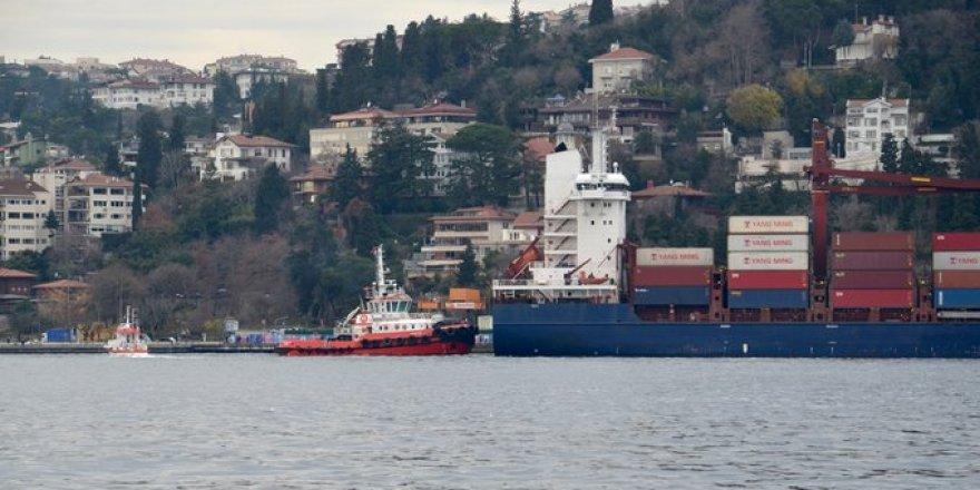 İstanbul Boğazı'nda bir gemi kıyıya çarptı