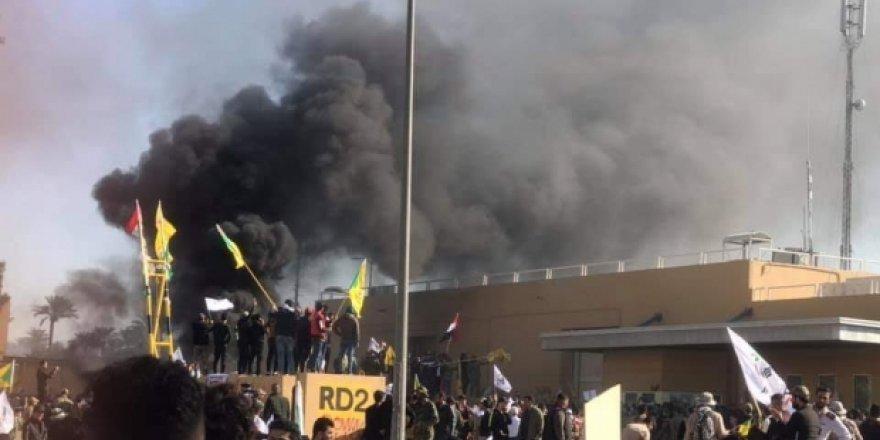 Irak'ta ABD Büyükelçiliği işgal edildi!
