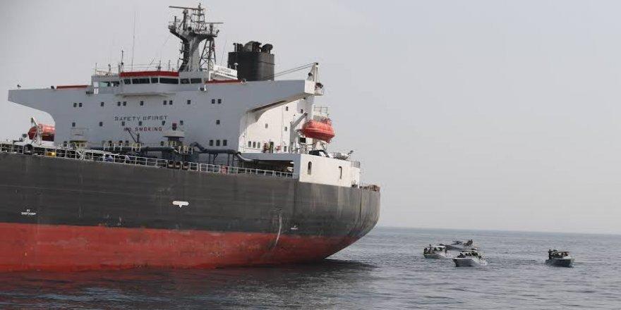 İki tanker şirketi Hürmüz Boğazı'nda geçişleri askıya aldı