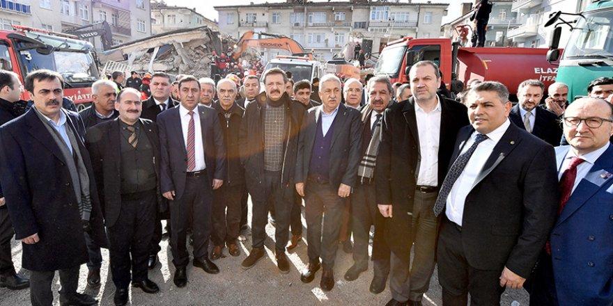 Tamer Kıran, deprem felaketinin yaşandığı Elazığ ve Malatya'yı ziyaret etti