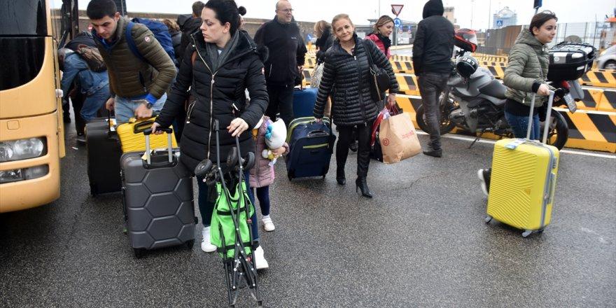 Virüslü gemide yolcuların ayrılmasına izin verildi, Türkler tura devam ediyor