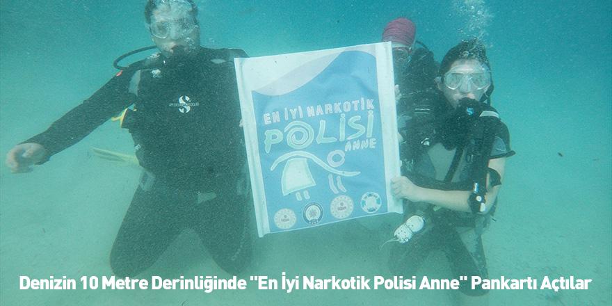 """Denizin 10 Metre Derinliğinde """"En İyi Narkotik Polisi Anne"""" Pankartı Açtılar"""