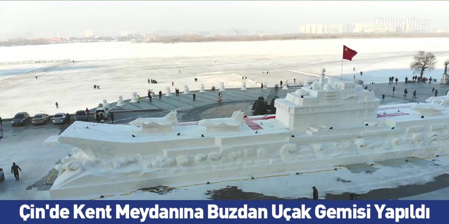 Çin'de Kent Meydanına Buzdan Uçak Gemisi Yapıldı