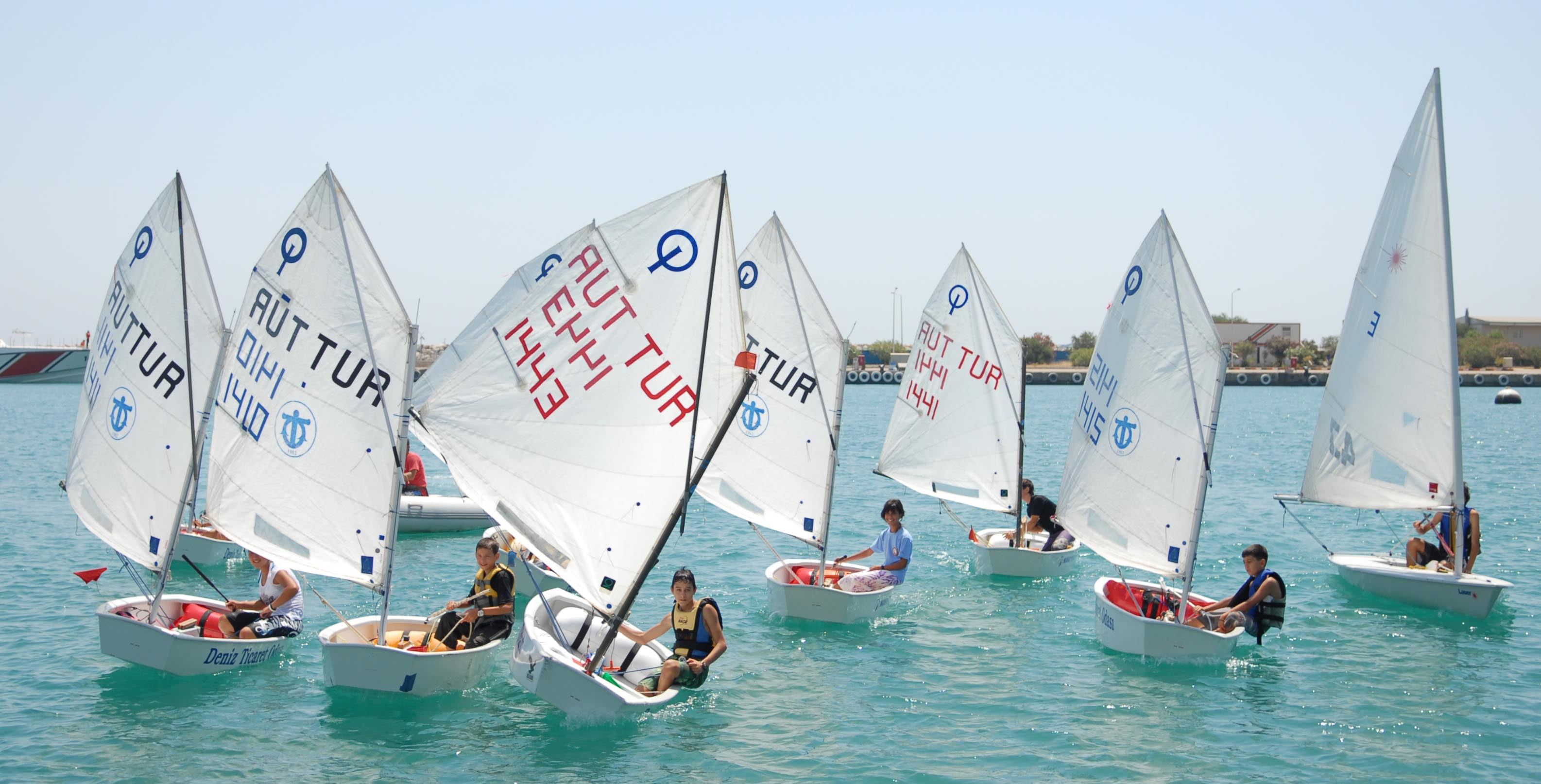 Antalya'da yelkenler fora