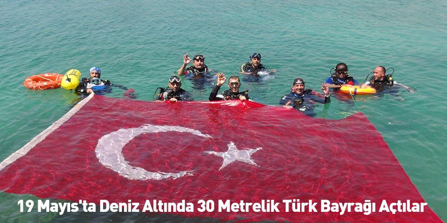 19 Mayıs'ta Deniz Altında 30 Metrelik Türk Bayrağı Açtılar