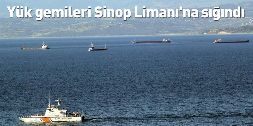 Yük gemileri Sinop Limanı'na sığındı!