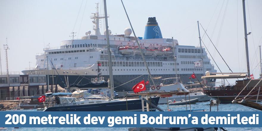 200 metrelik dev gemi Bodrum'a demirledi