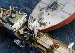 Yolcu ve Kargo gemileri çarpıştı