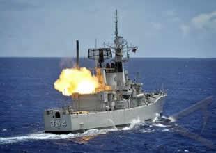 NATO fırkateyni petrol bağlantısını kesti