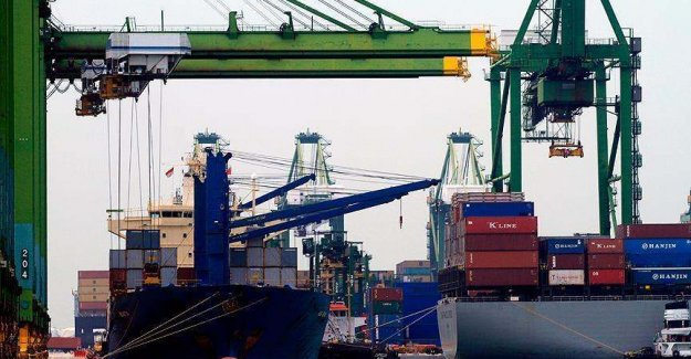 Turkey: Foreign trade deficit down sharply in October