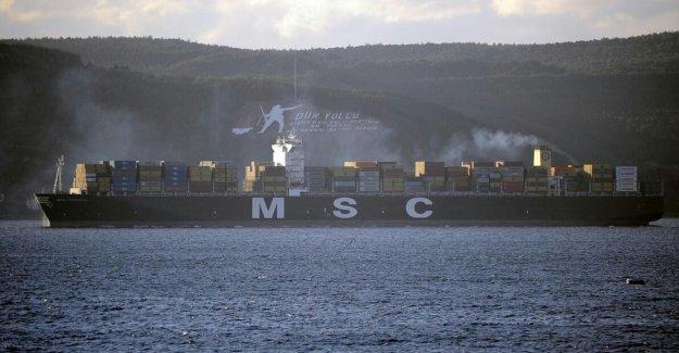 Dev konteyner gemisi boğazdan geçti