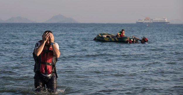 'Çipras gemi gönderip göçmenleri alsın'