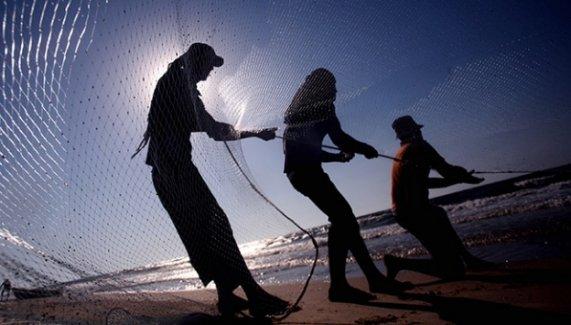 Gazze'de balıkçılık İsrail'in ağlarına takılıyor