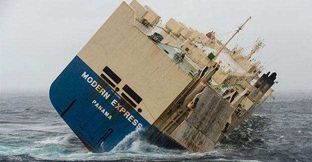 Modern Express, Atlantik Okyanusu'nda sürükleniyor