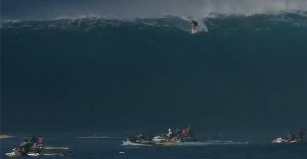 Dev dalga sörfçüyü öldürüyordu