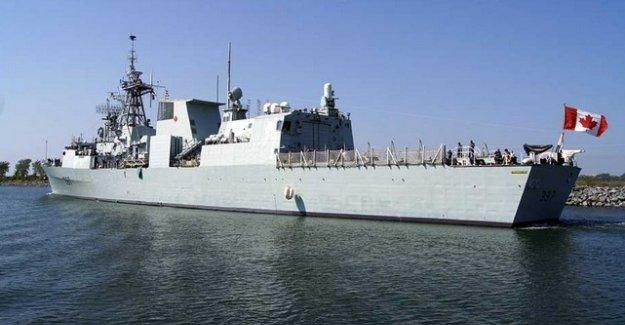 HMCS Fredericton savaş gemisi, mülteciler için hareket etti
