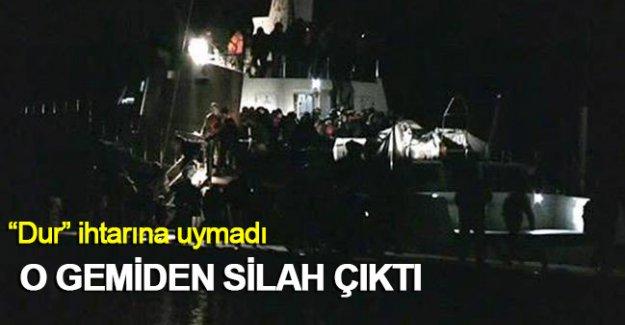 """""""Dur"""" ihtarına uymayan gemiden silah çıktı"""