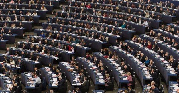 Avrupa Parlamentosu'nda mülteci pankartı