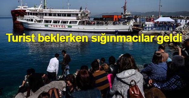 """""""Turist kafilesi beklerken sığınmacı kafilesi karşıladık"""""""