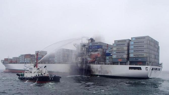 Doğu Çin Denizi'nde iki konteyner gemisi çatıştı