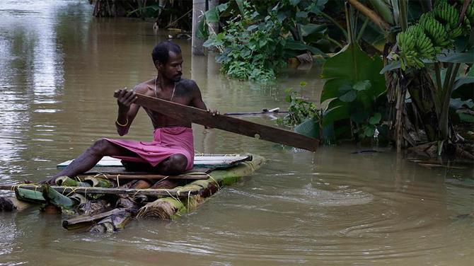 Sel Sri Lanka'da can aldı