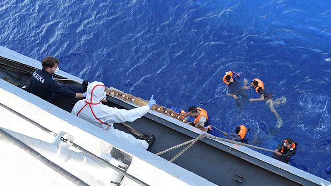 Girit açıklarında sığınmacı teknesi battı: Yüzlerce kayıp olabilir 67