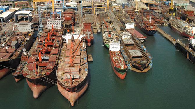 Tuzla'daki gemide 2 Rus gemicinin cesedi bulundu
