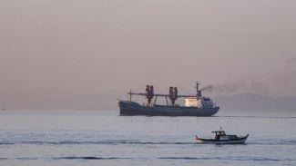 O kargo gemisi Boğaz'dan geçti
