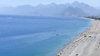 Antalya'nın dünyaca ünlü Konyaaltı sahili boş kaldı