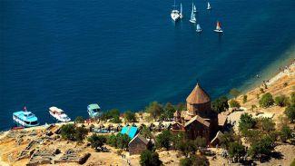 İranlılar Van Gölü'ne plaj istiyor