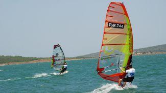 Dikili'de Windsurf heyecanı başlıyor
